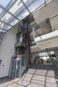 Eingang Bürohaus Aschheim